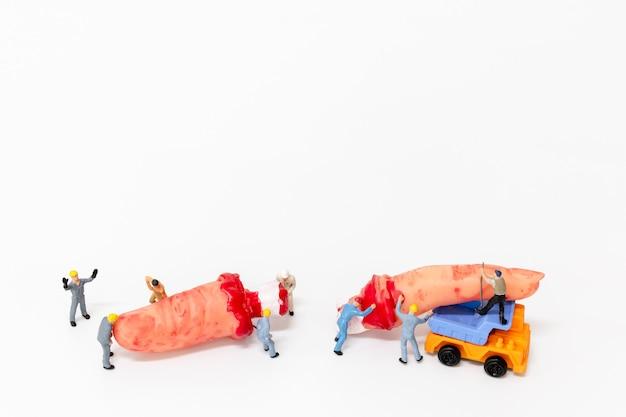 Miniatura da equipe do trabalhador criada decoração de adereços de festa de halloween