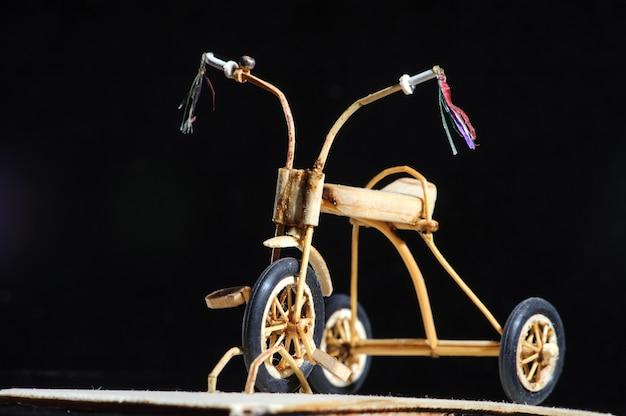 Miniatura de bicicleta de madeira para crianças