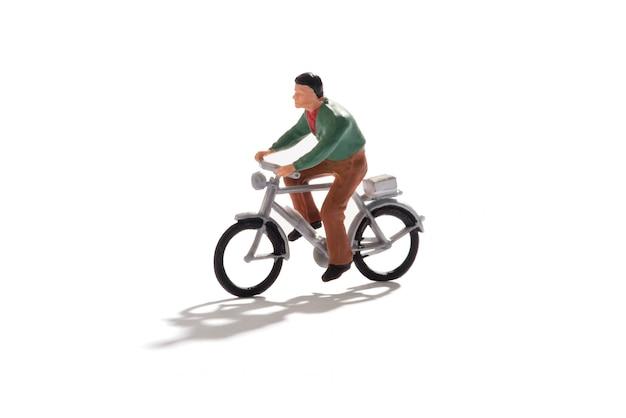 Miniatura homem andando de bicicleta