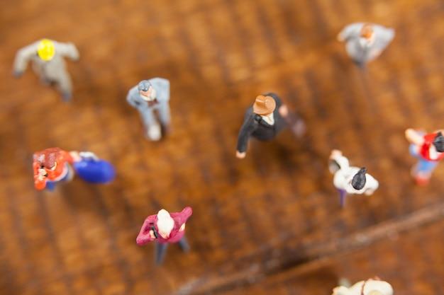 Miniature people viajam