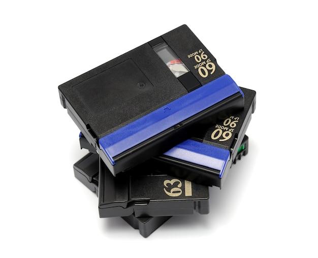 Minidv padrão de videocassete isolado em um fundo branco