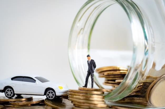 Miniture do modelo de negócios pensando em estratégia de investimento em bens móveis e seguros