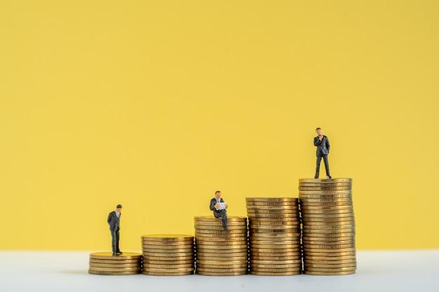 Miniture do modelo de negócios pensando em estratégia de investimento.