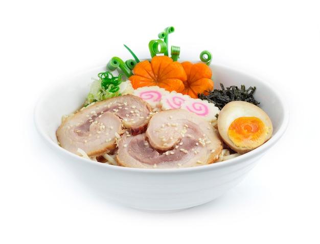 Miso ramen macarrão fino em sopa de soja chashu de porco
