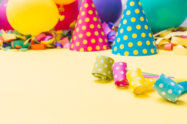 Mistérios manchados perto de coisas de festa