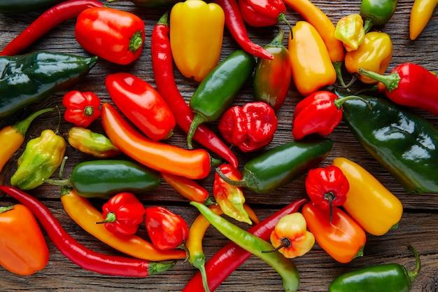Mistura colorida de pimentas quentes mexicanas