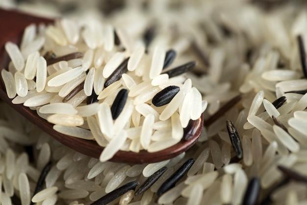 Mistura de arroz branco preto e selvagem