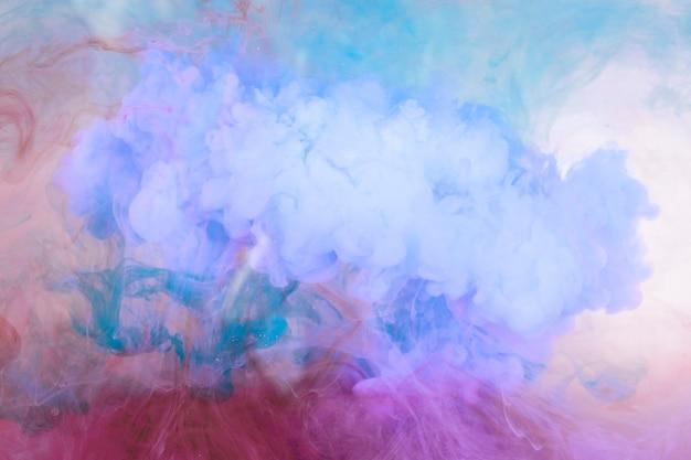 Mistura de cores frias na água