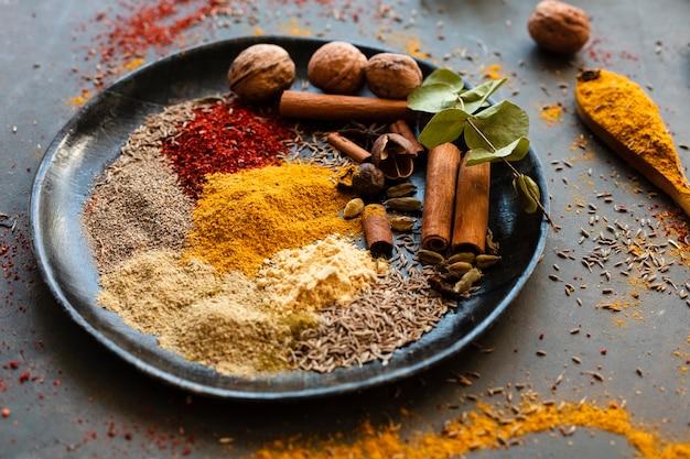 Mistura de especiarias indianas com nozes