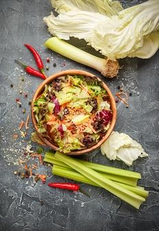 Mistura de folhas frescas de salada