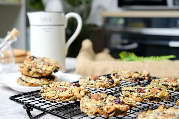 Mistura de frutas secas, nozes e sementes florentinas, alimentos integrais sem glúten biscoitos saudáveis