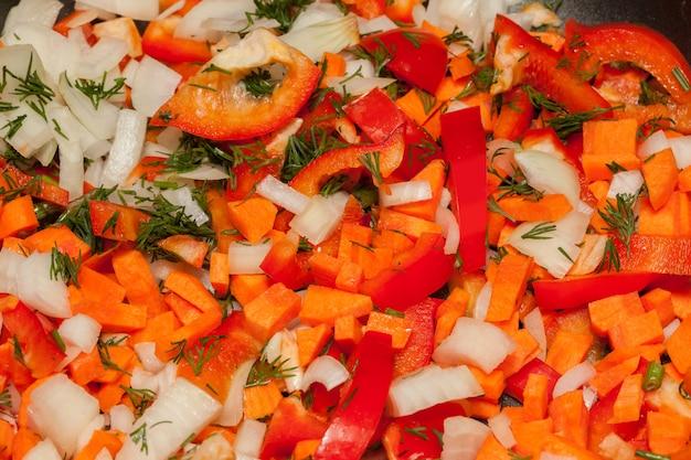 Mistura de legumes em frigideira