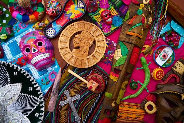 Mistura de lembranças de artesanato mexicano maia