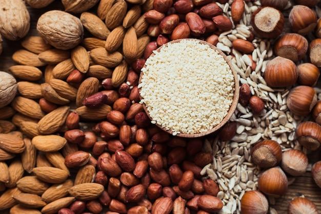 Mistura de nozes amêndoas, nozes, amendoim, avelã, sementes de girassol, sementes de gergelim