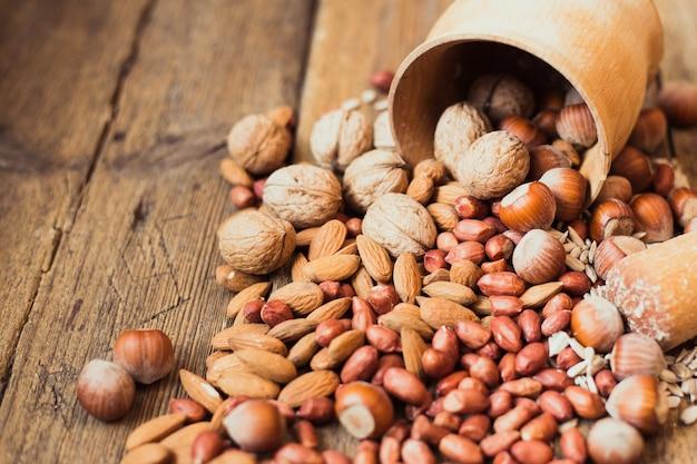 Mistura de nozes amêndoas, nozes, amendoim, avelã, sementes de girassol