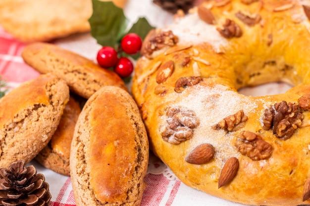 Mistura de pastelaria e bolos típicos e tradicionais de natal da cozinha e gastronomia portuguesa.