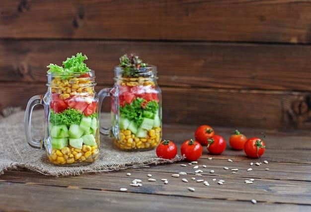 Mistura de salada com legumes.