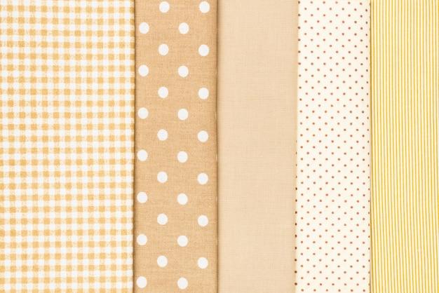 Mistura de tecido de algodão bege, branco e marrom.