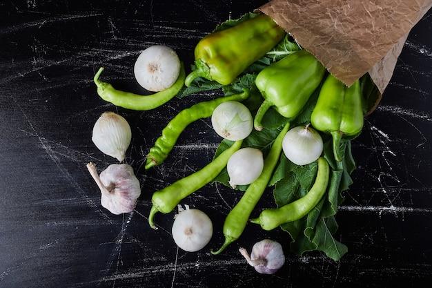Mistura de vegetais em preto