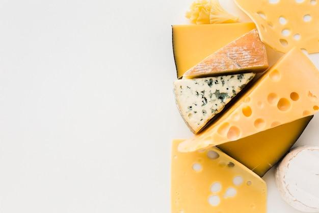 Mistura plana leiga de queijo gourmet com espaço de cópia