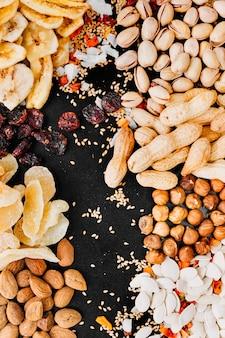 Mistura saudável de nozes e frutas