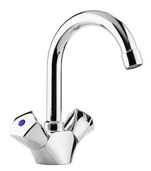Misturador de água quente fria. banheiro moderno com torneira. torneira de cozinha. fundo branco isolado. metal cromado.
