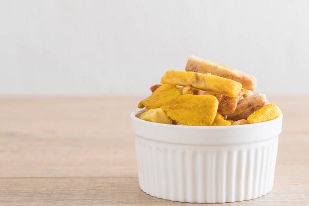 Misturar chips de frutas