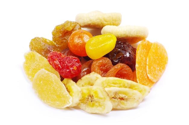 Misture a coleta de frutas secas no branco