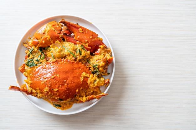 Misture caranguejo frito com caril em pó - estilo frutos do mar