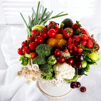 Misture frutas e legumes, bagas