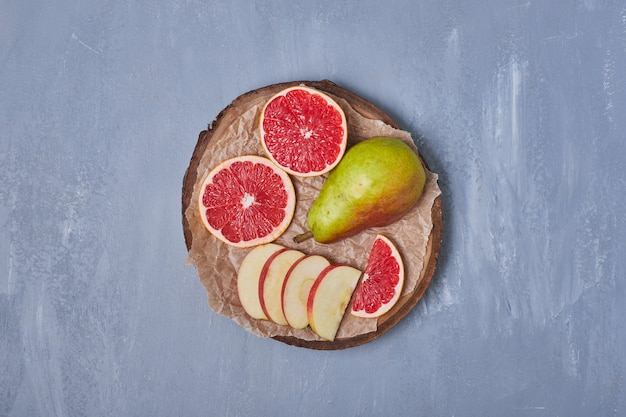Misture frutas no azul