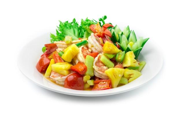 Misture os camarões fritos com vegetais em molho agridoce