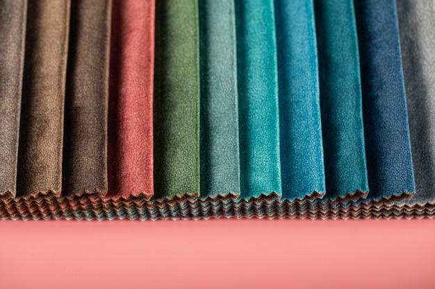 Misture tecidos de couro de alfaiataria de cores da paleta no catálogo