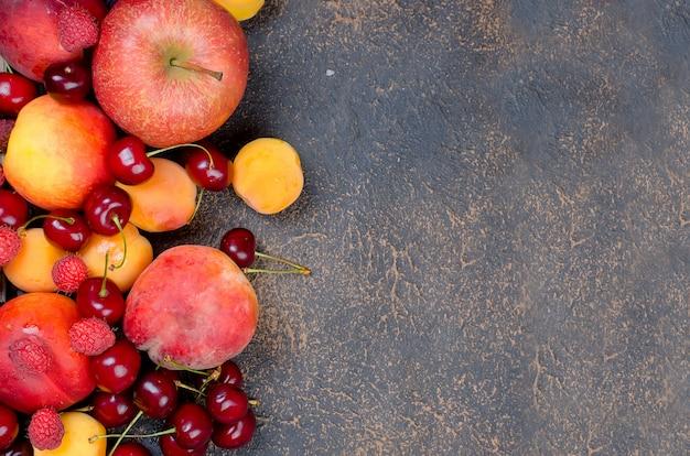 Misturou muitas frutas sazonais diferentes