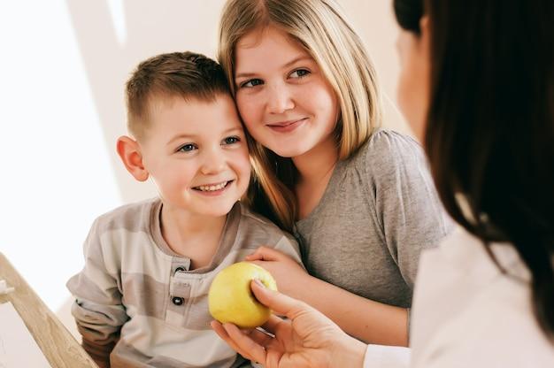 Miúdos que apreciam na vida saudável