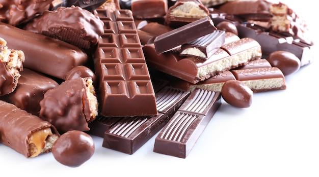 Mix de chocolate na mesa, close-up