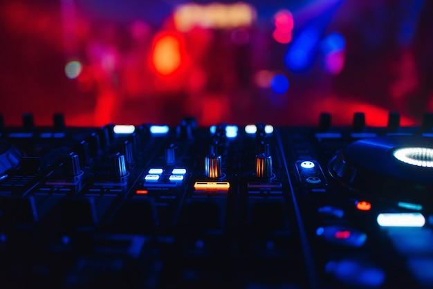 Mixer de dj para misturar música e som