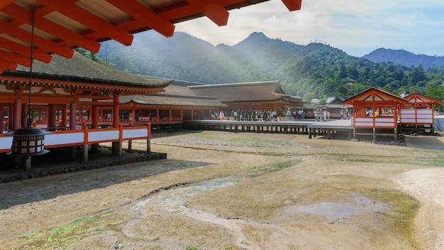 Miyajima japão setembro 2016 ceramônia especial organizada no santuário de itsukushima