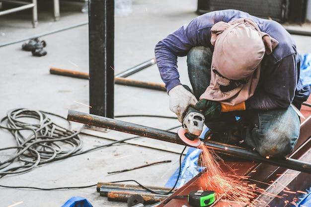 Moagem de aço e soldagem de aço