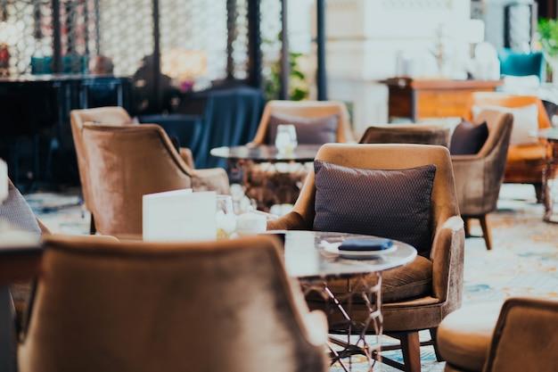 Mobiliário de uma loja de café