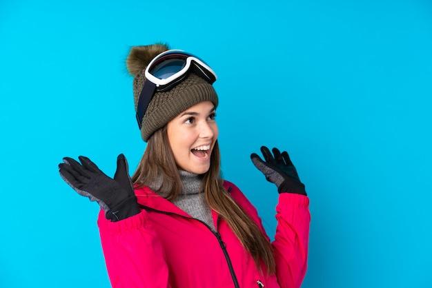Moça com óculos de neve