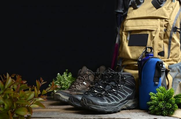 Mochila de caminhadas com botas de montanha