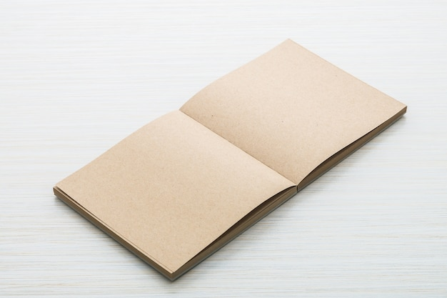 Mock em branco do caderno acima