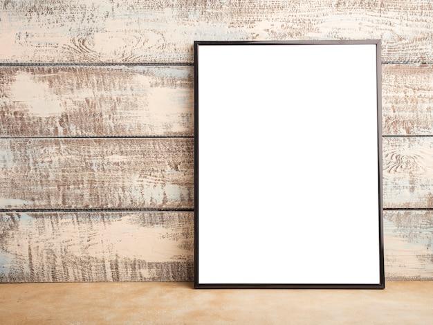 Mock-se de um pôster de moldura vazia em uma parede de tábuas de madeira. lugar para seu projeto. copie o espaço