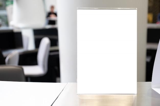 Mock-se quadro de menu no restaurante bar, stand para livretos
