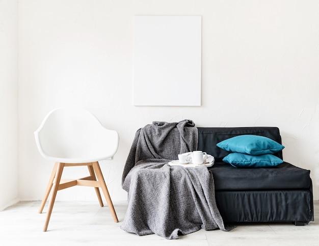 Mock-se quadro de pôster com decorações em fundo de parede branca. copie o espaço