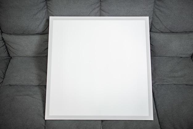 Mock up pintura branca em superfície cinza