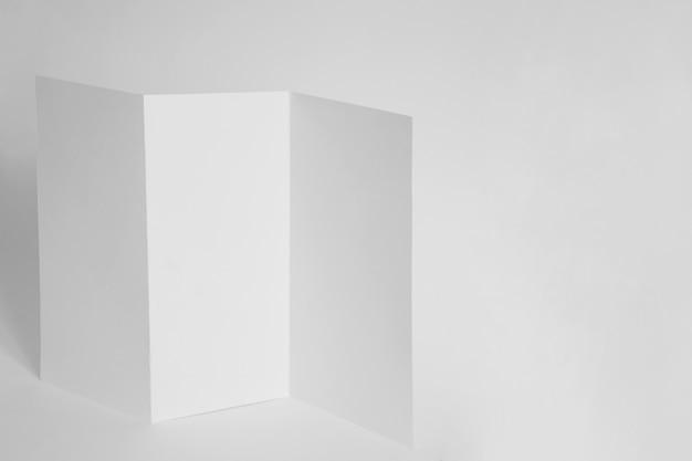 Mockup com página de papel