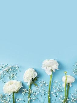 Moda azul, flores plano colocar fundo