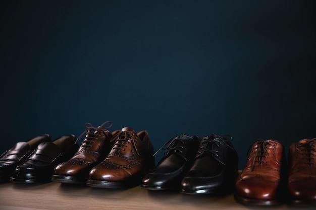 Moda calçados masculinos. sapatos de couro formais, incluindo wingtip, loafer e oxford